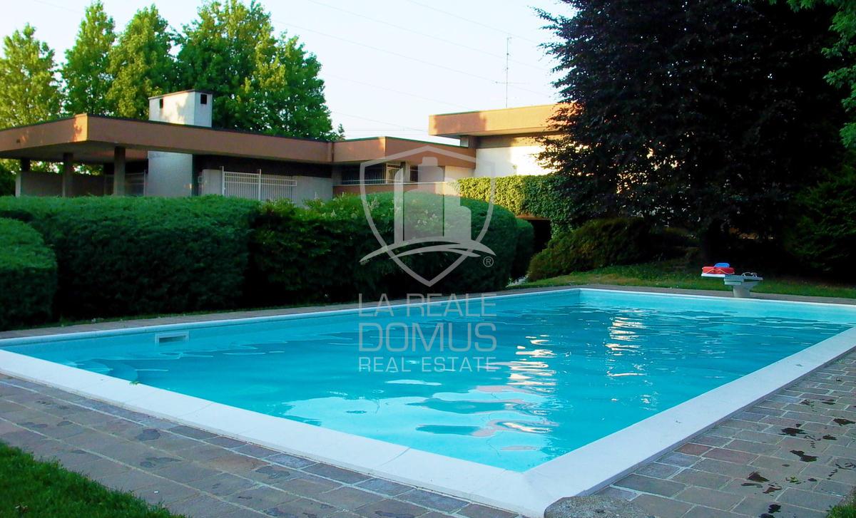 Ville e appartamenti di lusso sul lago di como - Villa con piscina ...