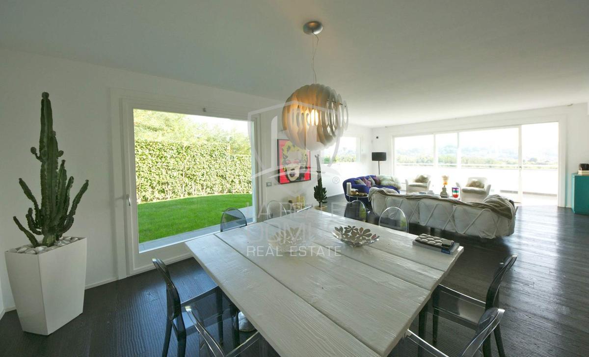 Elegant modern villa close to Como