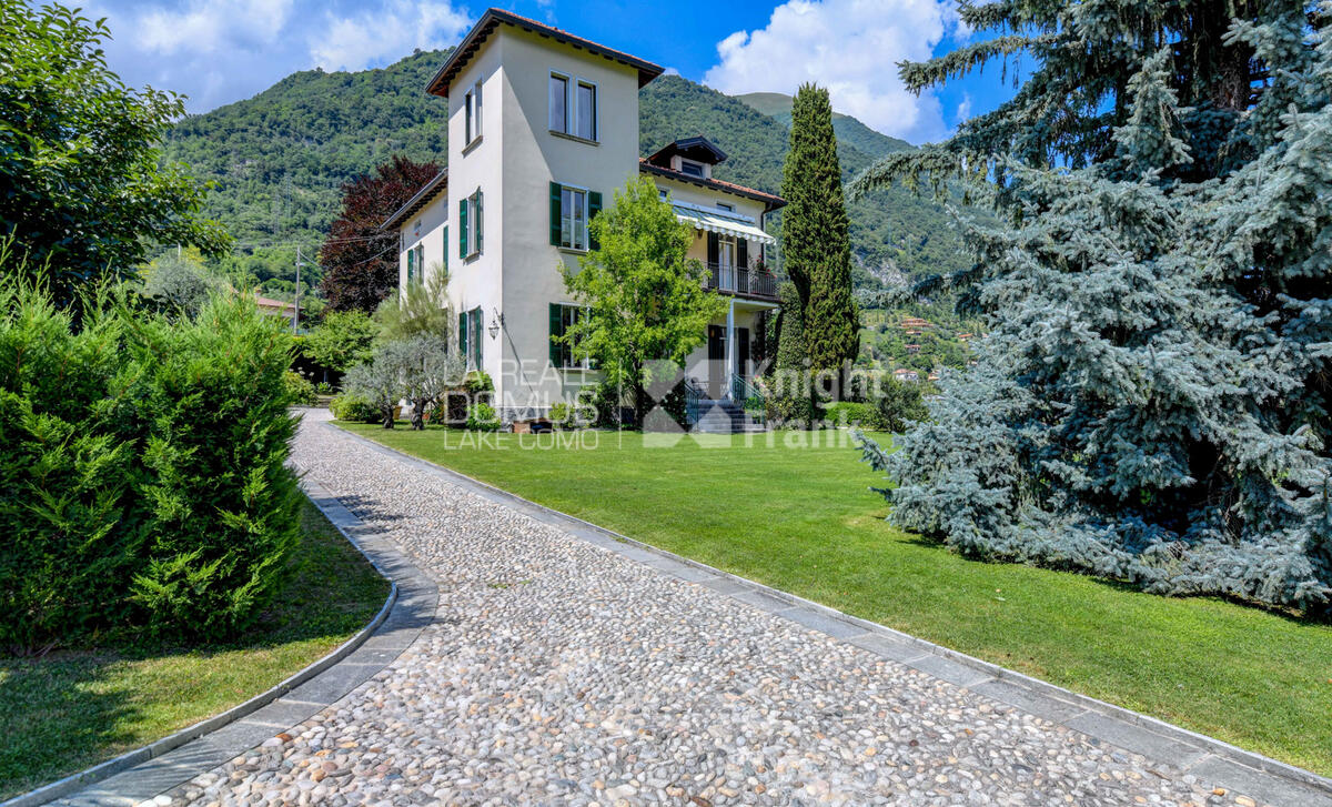 Period villa with park and amazing lake view