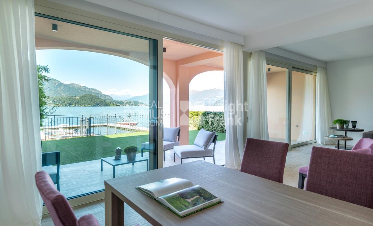 Moderna villa in riva al lago
