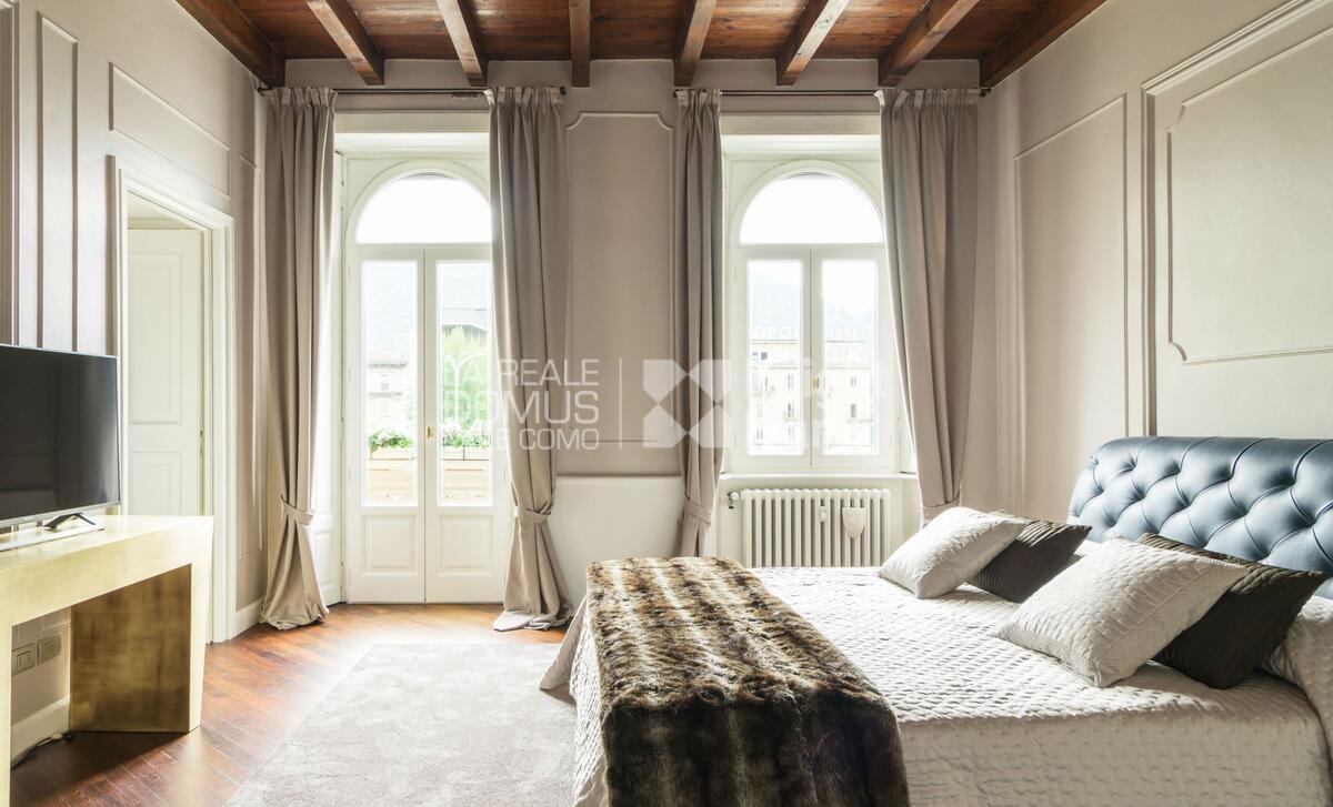 Luxurious apartment in Cavour square
